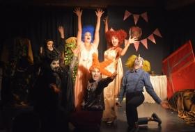 Το παραμύθι του χάλι…μας - Για δεύτερη σεζόν συνεχίζεται με επιτυχία η bar theater κωμωδία του Ανδρέα Αριστοτέλους σε σκηνοθεσία Γιάννη Κλειδέρη
